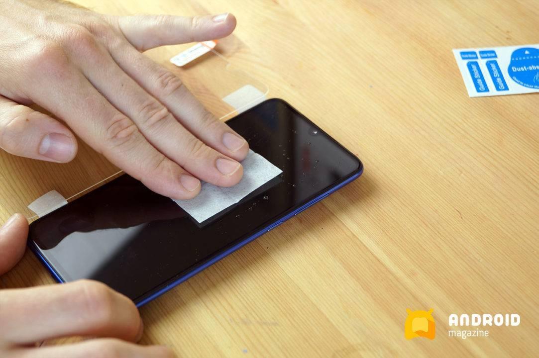 Как правильно наклеить защитную пленку на телефон без пузырьков в домашних условиях
