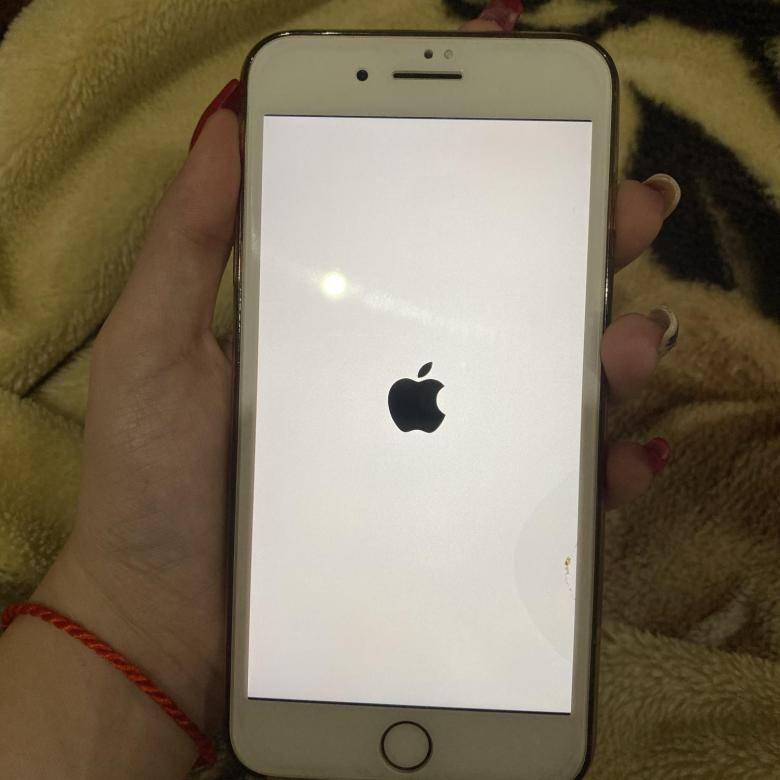 Айфон завис на яблоке и не включается: что делать