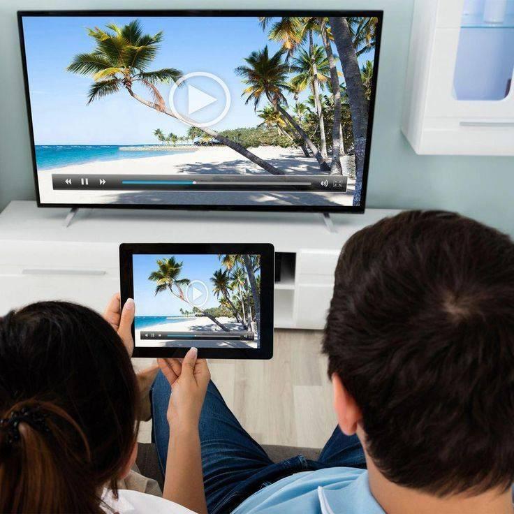 Как подключить планшет к телевизору по wi-fi и с помощью кабеля