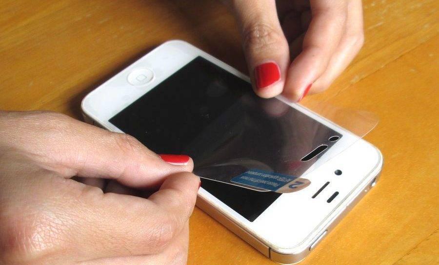 Как наклеить защитную пленку на телефон: пошаговый план, инструменты, советы
