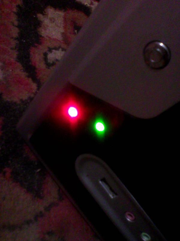Беспроводные наушники мигают белым, синим, розовым или горят красным цветом — что это означает?