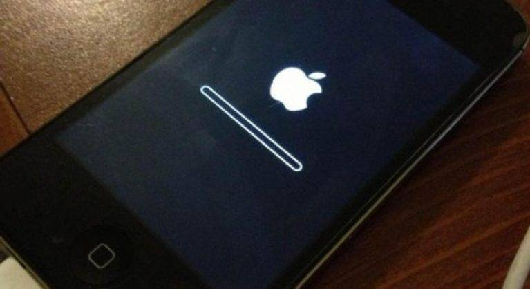 Что делать, если iphone не включается: черный экран или горит яблоко