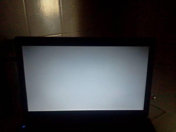 При запуске ноутбука чёрный экран: причины, как исправить