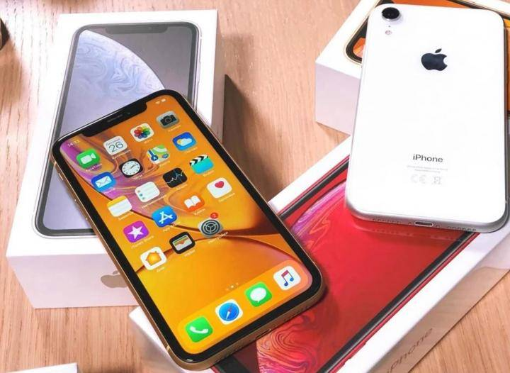 Сравнение телефонов - выберите смартфоны, которые хотите сравнить