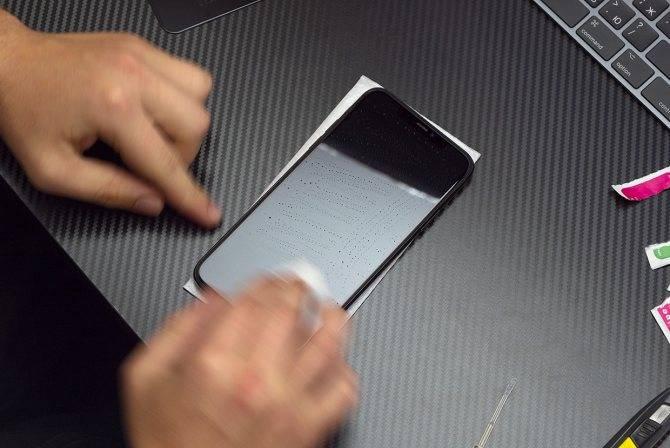 Как правильно наклеить защитную пленку на телефон