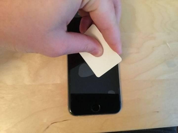 Инструкция, как в домашних условиях правильно клеить на планшет защитную пленку