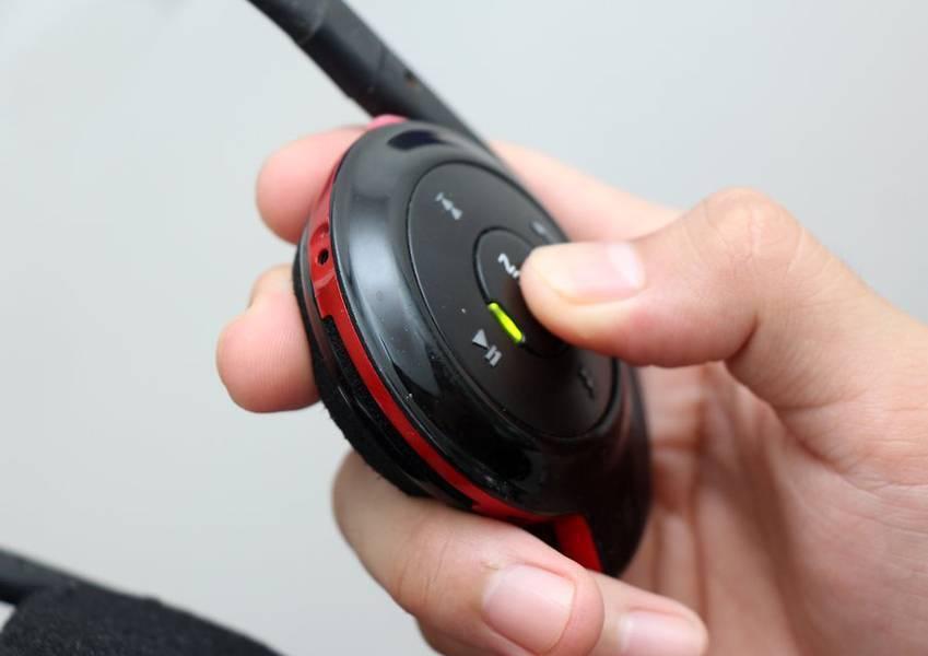 Как подключить беспроводные наушники к телефону?