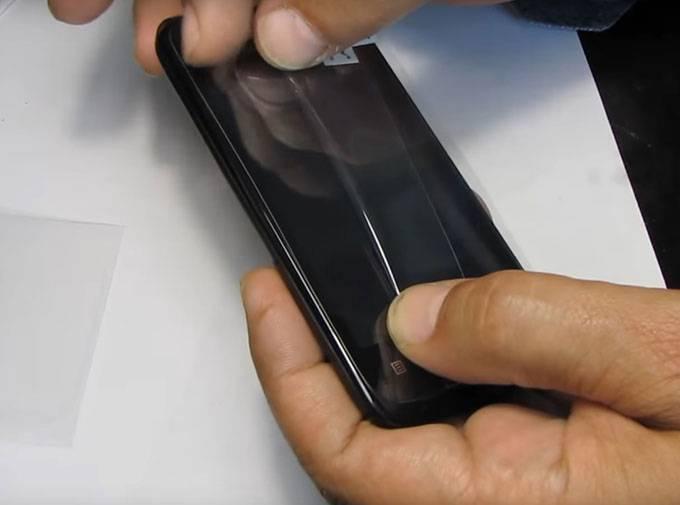 Как правильно наклеить защитное стекло или пленку на смартфон без пузырьков