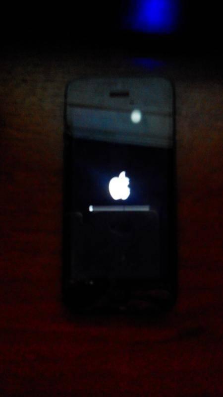 Iphone не включается но горит яблоко на экране. что делать?!