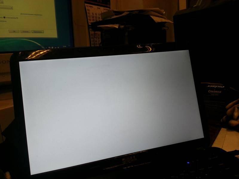 Черный экран у ноутбука или компьютера: ищем причину и устраняем неполадки